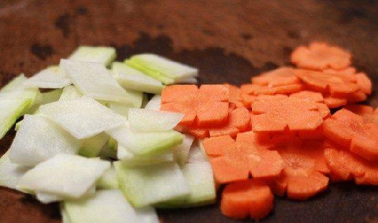 Đu đủ và cà rốt thái miếng nhỏ