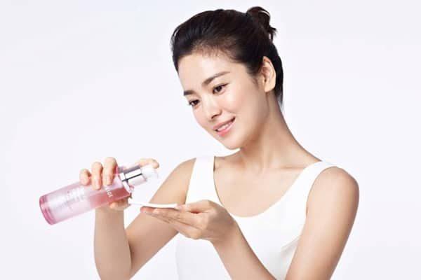 Sử dụng nước hoa hồng chuyên dụng và đúng cách