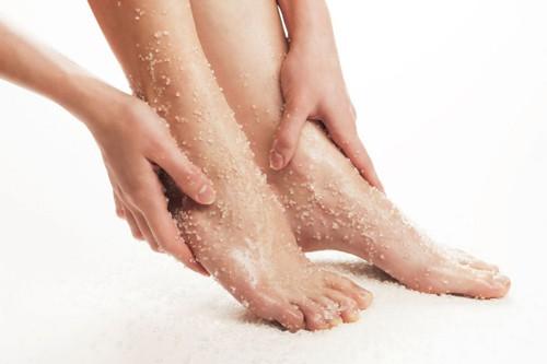 Muối biển giúp loại bỏ tế bào chết cho cơ thể, cho bạn một làn da sạch, khỏe mạnh, trắng sáng và đồng thời lưu thông tuần hoàn máu