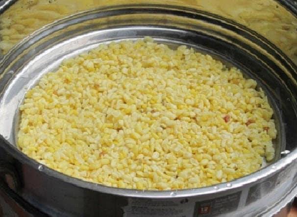 Cách làm bánh khoai môn ngon nhất - Cho đỗ vào nồi hấp chín