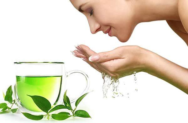 rửa mặt bằng trà xanh