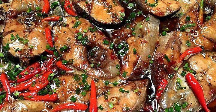 Cá hú kho với nước dừa tươi