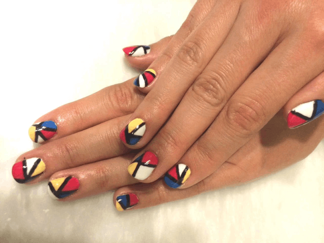 Mau nail hoa tiet color block