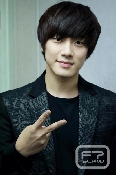 Min Hwan thuộc tuýp người lãng mạn, yêu âm nhạcvà những bản ballad nhẹ nhàng.