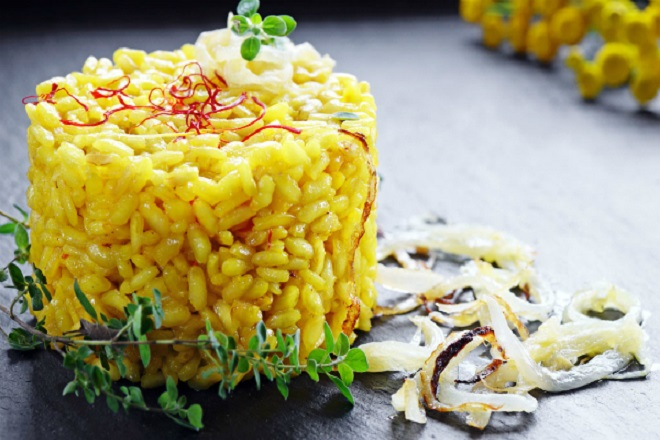Dùng Saffron nấu thành cơm sẽ thơm và ngon hơn