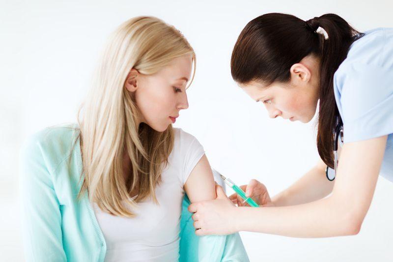 Phụ nữ cần tiêm đủ 4 loại vắc xin quan trọng trước khi mang thai