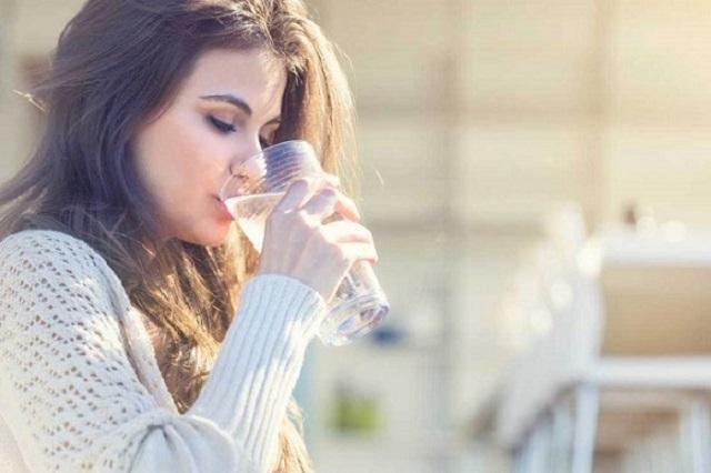 Uống quá nhiều nước trước khi dùng que thử dễ làm sai lệch kết quả