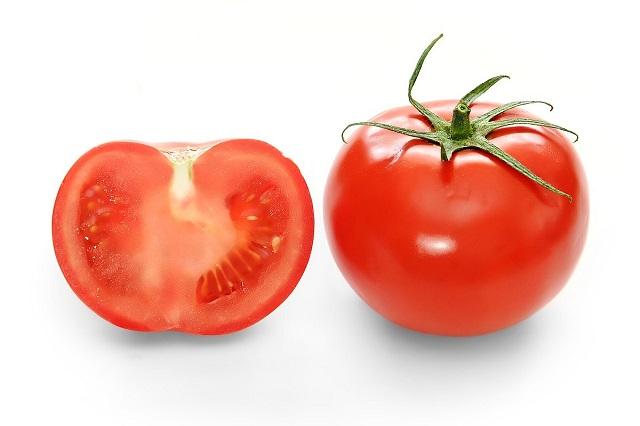 Làm hồng cô bé bằng cà chua