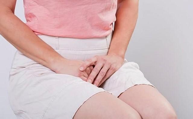 Bị ngứa vùng kín và ra nhiều huyết trắng gây khó chịu và mất tự tin ở phái nữ