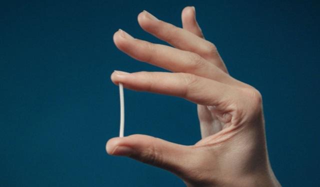 Cấy que tránh thai có bị rong kinh không?