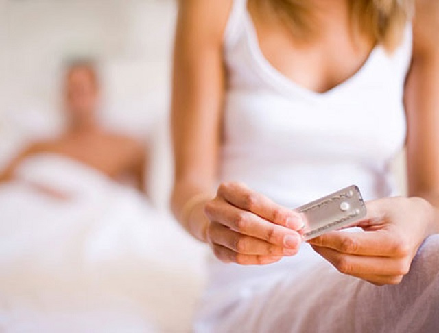 Uống thuốc tránh thai khẩn cấp