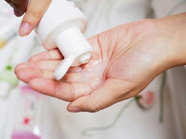 Vệ sinh vùng kín sai cách làm cho cổ tử cung bị viêm nhiễm